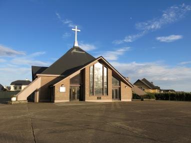 Eine moderne Kirche in Rosslare